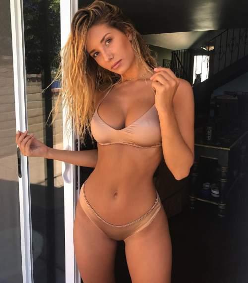 Kızı orgazma getirmek için ön sevişme ile başla